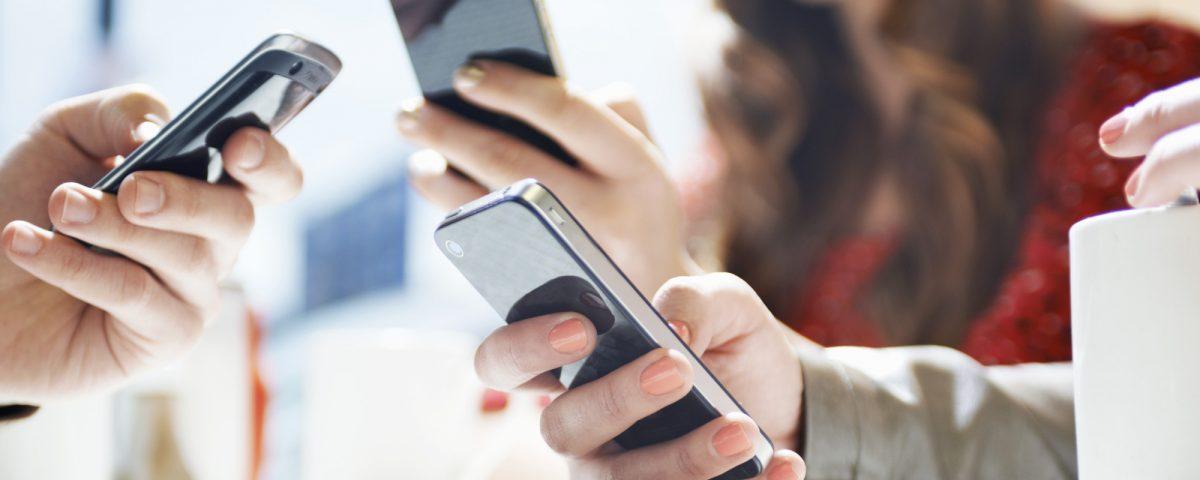 o-SMARTPHONE-facebook[1]